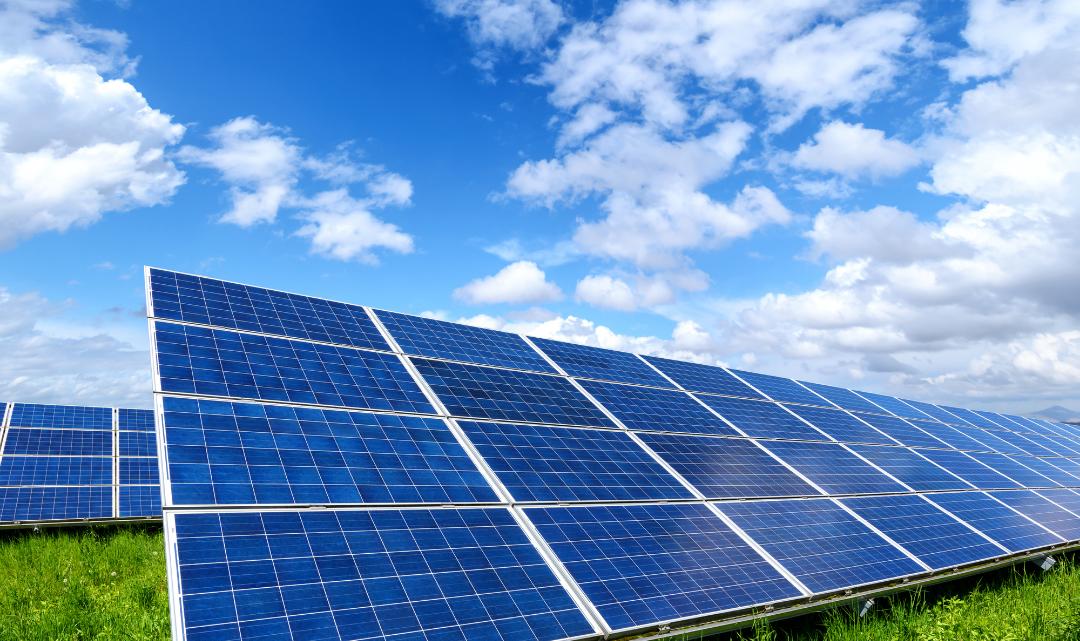 Installation de panneaux solaires : pourquoi y avoir recours ?